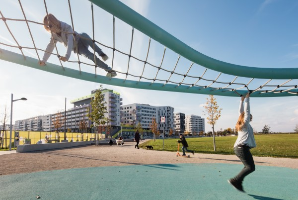 Children on a climbing frame at aspern Seestadt